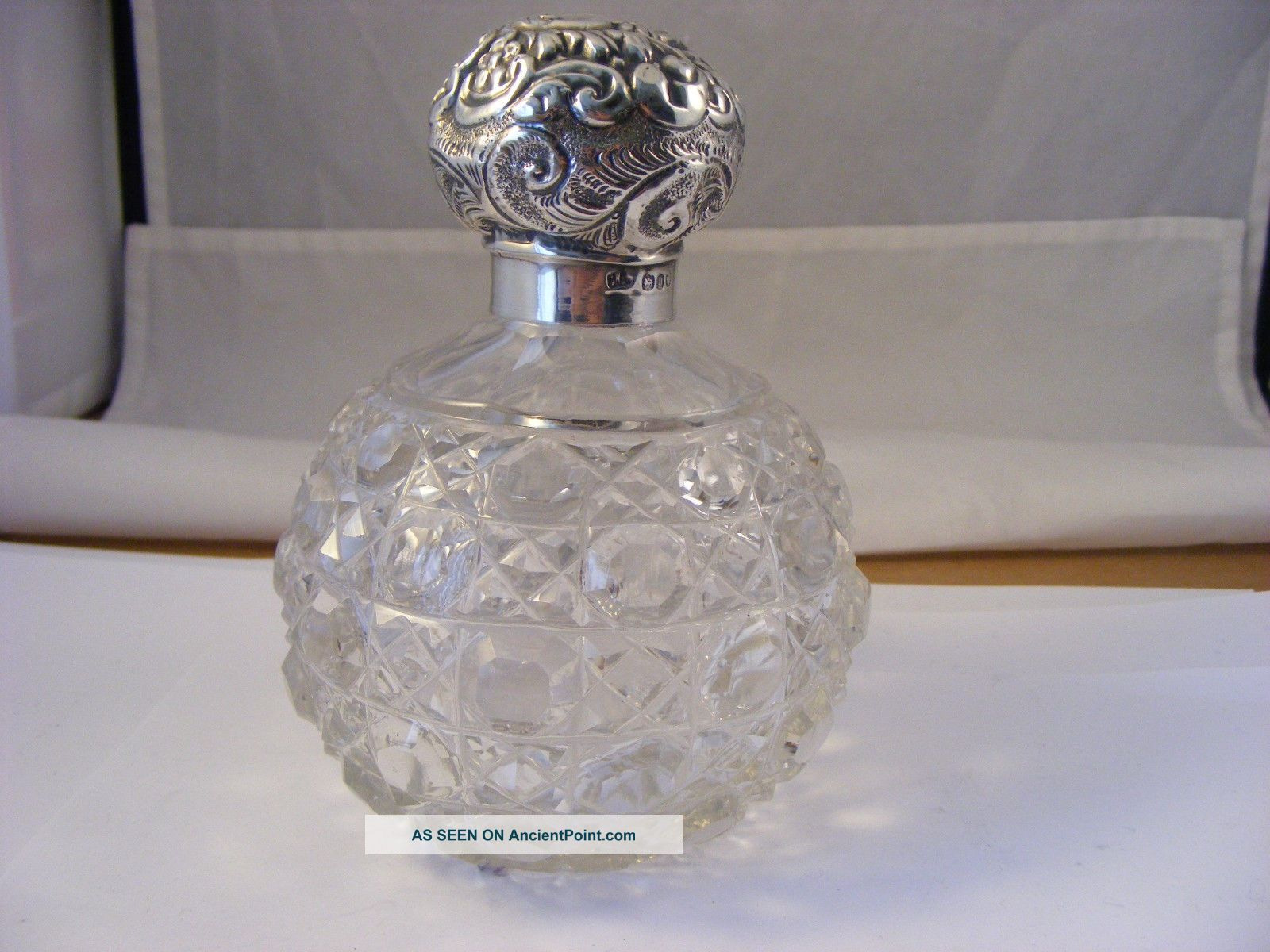 Victorian Hopnail Scent Bottle With Solid Silver Top,  London 1908 Bottles photo