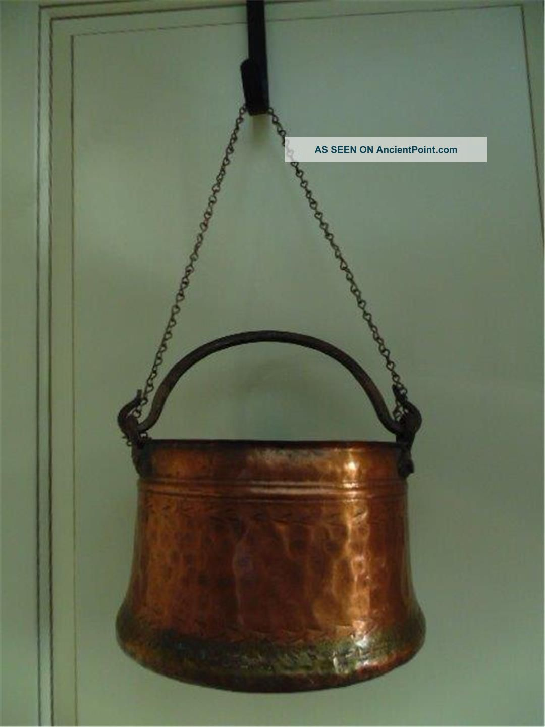 Vtg Antique Hammered Copper Hanging Pot Hand Forged Iron Handle Med 5 Quart Hearth Ware photo