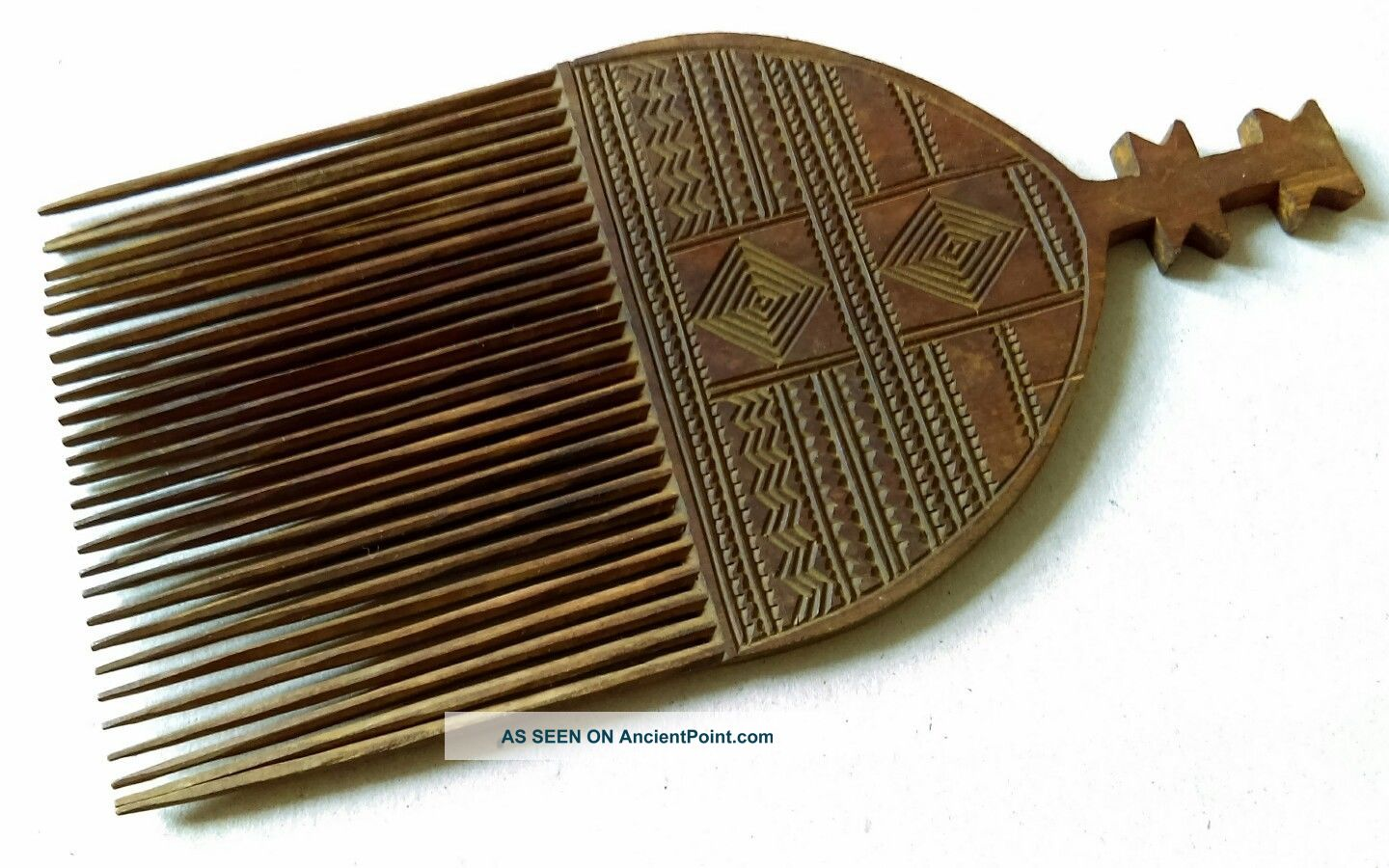 Big Elaborately Hand Carved & Tinted Mid - 20thc.  African Wooden Comb - Tribal Art Other African Antiques photo