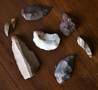 Seven Aboriginal Spear Tips (3),  4 Scrapers - Northern Territory Stone Tools.  8cm photo
