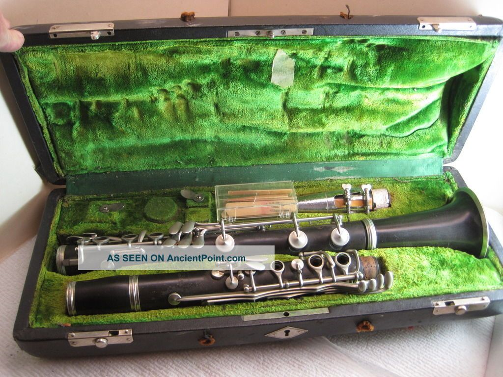 Vintage Musical Instrument,  Clarinet,  C.  G.  Conn,  Elkhart Ind. ,  20n,  B175462l,  Antique Wind photo