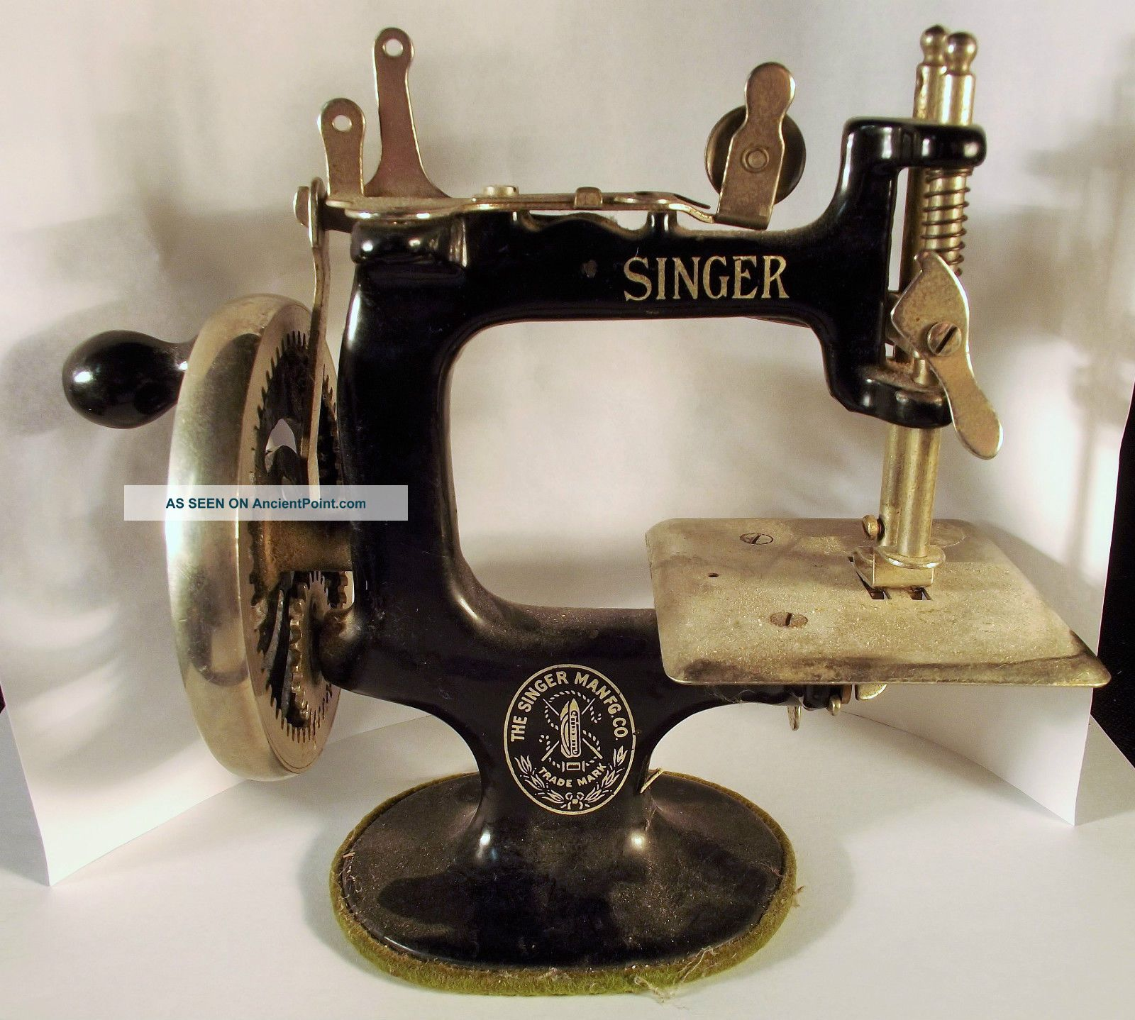 Singer 20 Child ' S Sewing Macine In Awesome Ca1925 Estate Fresh Sewing Machines photo