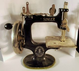 Singer 20 Child ' S Sewing Macine In Awesome Ca1925 Estate Fresh photo