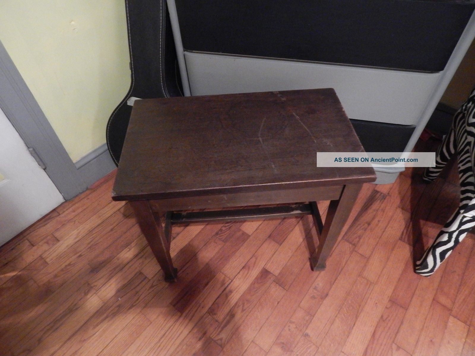 Antique/vintage Piano Bench With Storage 1900-1950 photo