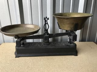 Antique Cast Iron 5 Kilogram Balance Scale A & D Brass Bowls photo