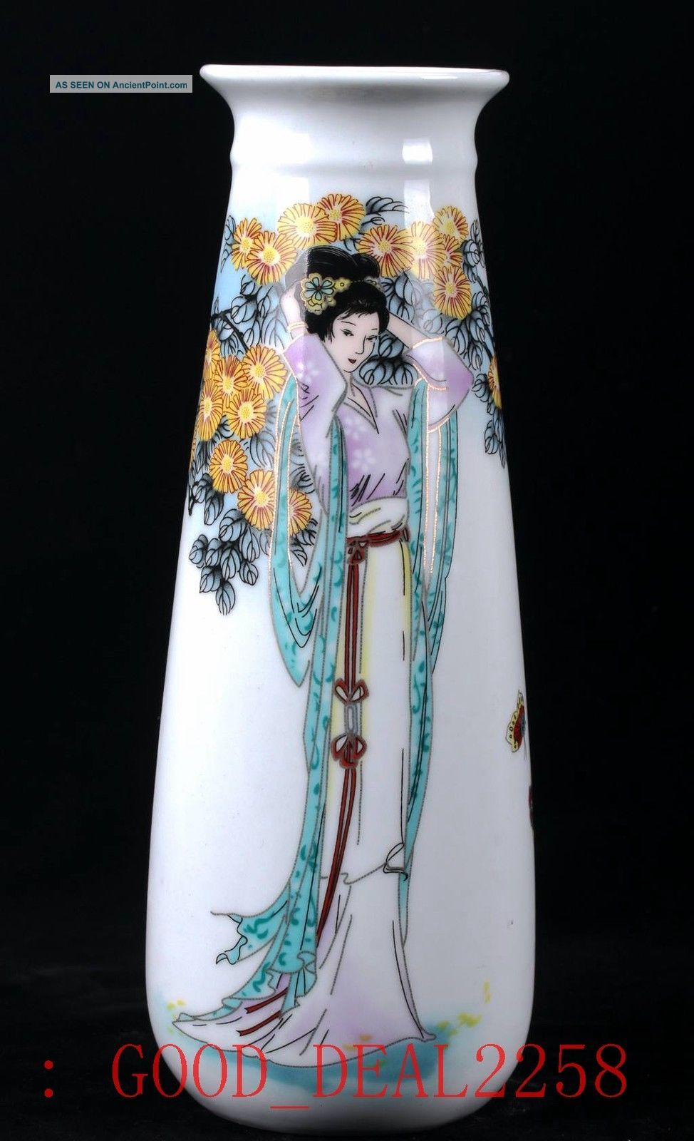 Chinese Porcelain Hand - Painted The Beauty Vase W Qianlong Mark Vases photo