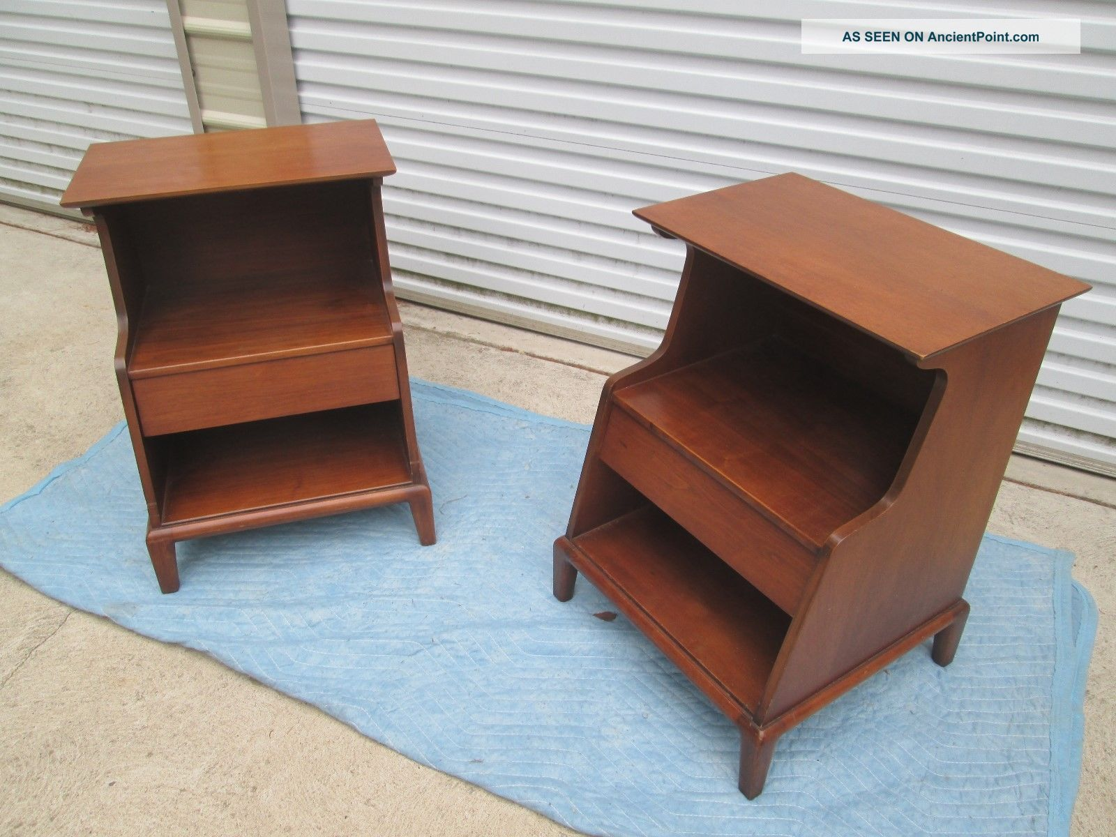 Henredon Heritage Walnut Night Stands End Tables Mid Century Modern Post-1950 photo