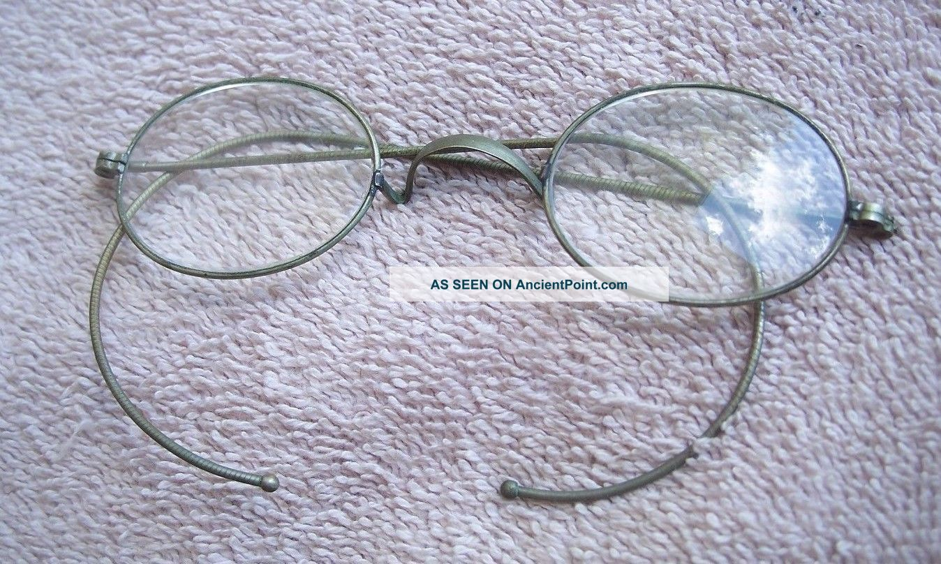 1800 ' S Wire Frame Eyeglasses One Pair,  Oval Lens Optical photo