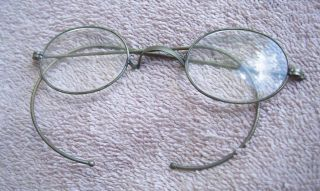 1800 ' S Wire Frame Eyeglasses One Pair,  Oval Lens photo