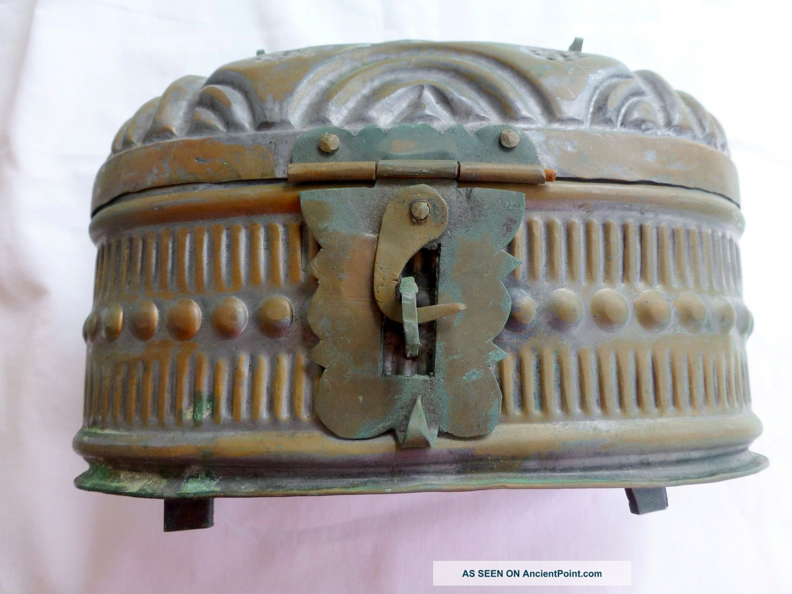 Vtg Galvanized Hand Hammered Embossed Metal Lunch Box Purse Steampunk India Boho Primitives photo