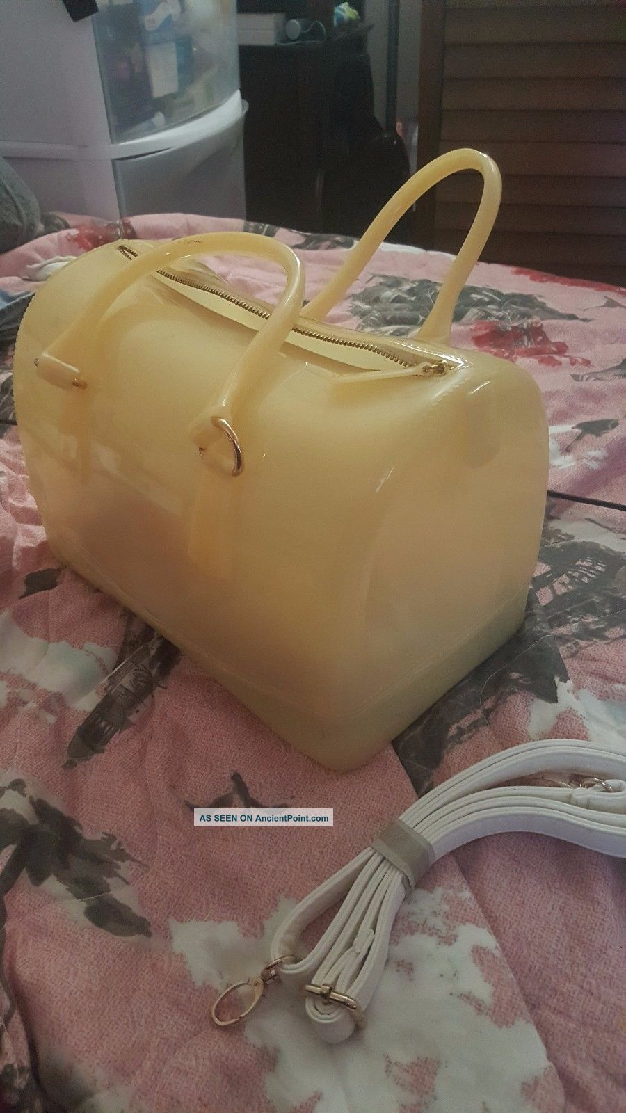 Beige Gel Trendy Purse 2017 W/ Gold Accents Post-1950 photo