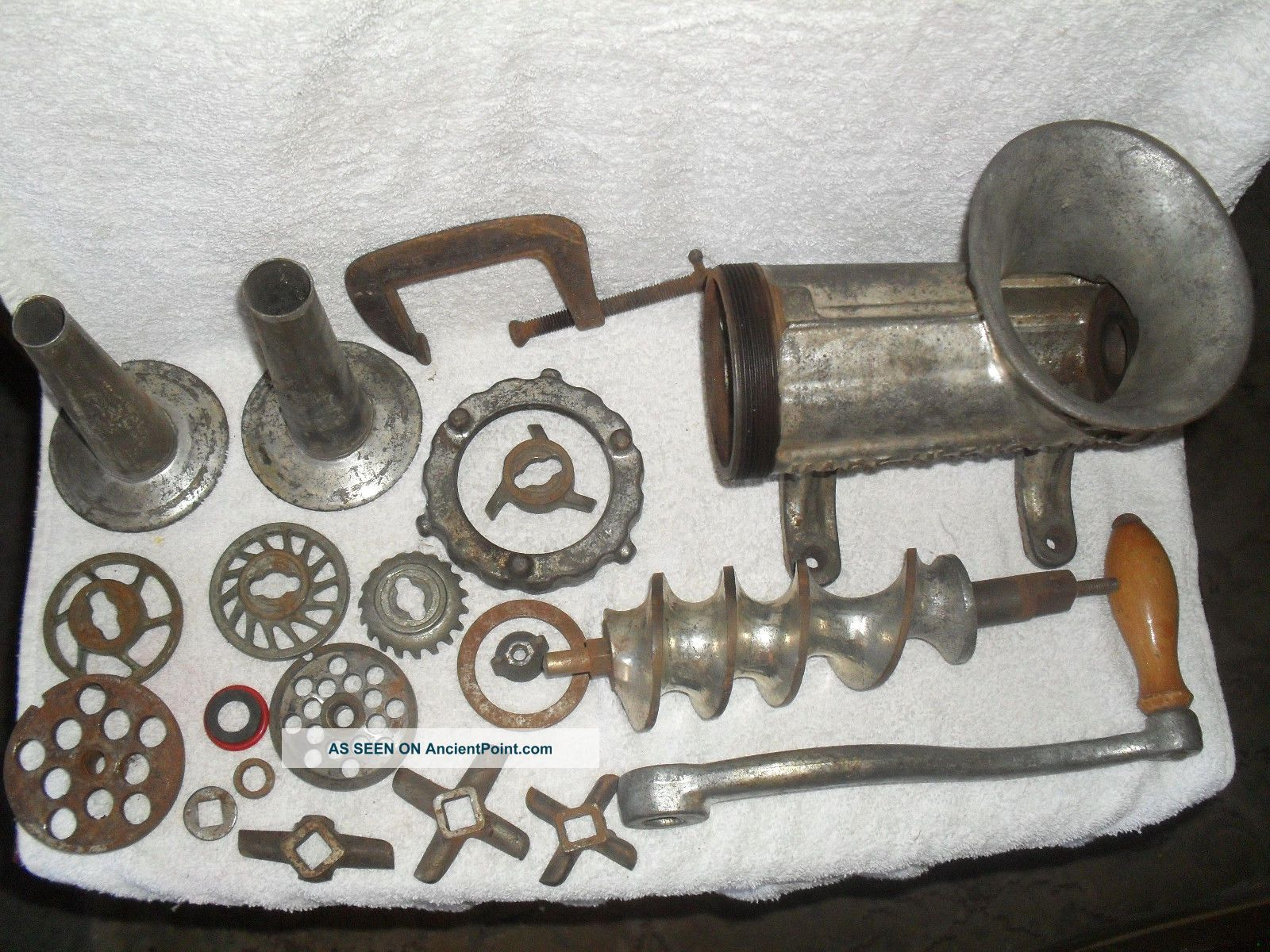Rare Suffolk Iron Foundry 22 Screw Down Chopper/grinder/sausage Stuffer England Meat Grinders photo