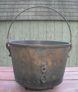 Antique Cast Iron 7 Bean Pot - Kettle - Cauldron W/ Fire Clip,  Gatemark photo