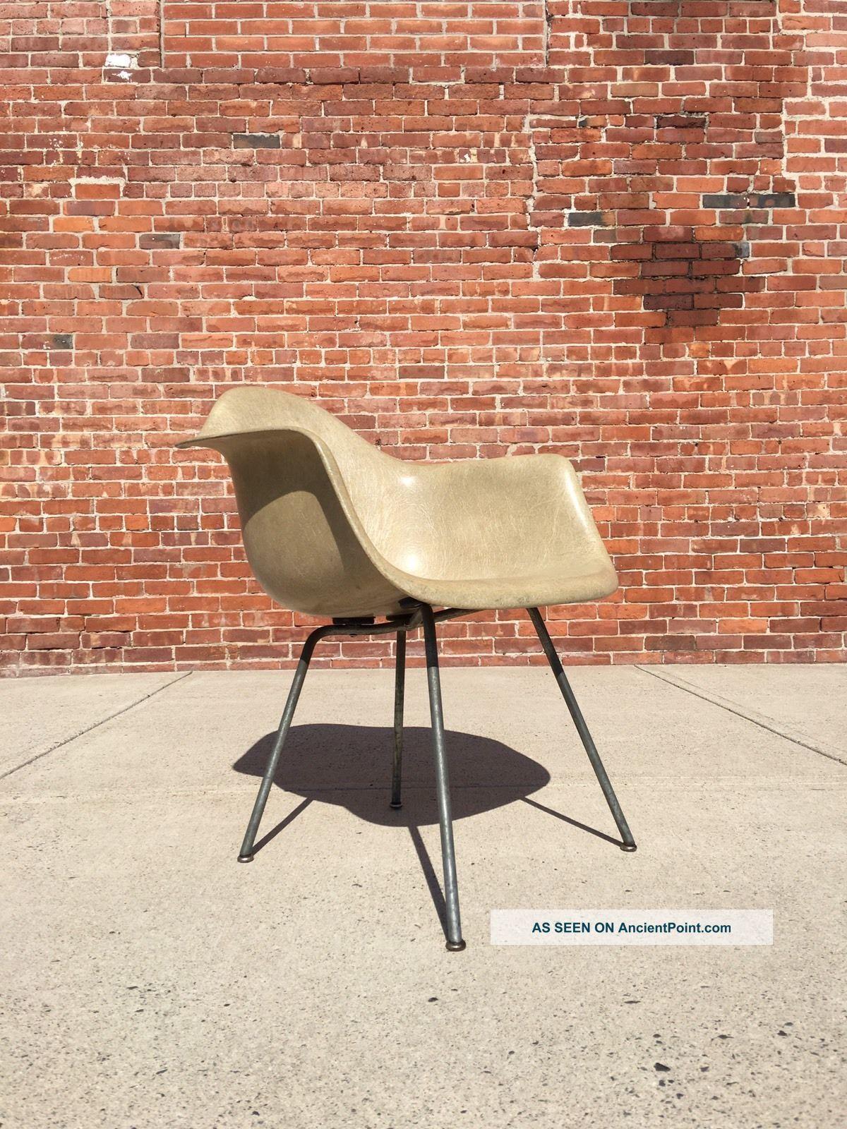 Herman Miller | Rope Edge Greige Arm Shell Zenith | Mid Century Eames Mid-Century Modernism photo