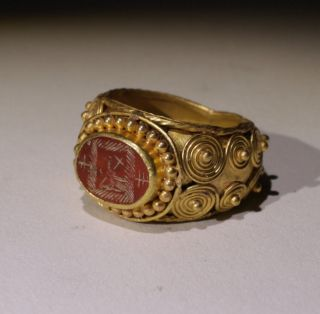 Substantial Ancient Roman Gold Intaglio Ring With Eagle - Circa 2nd Century Ad photo