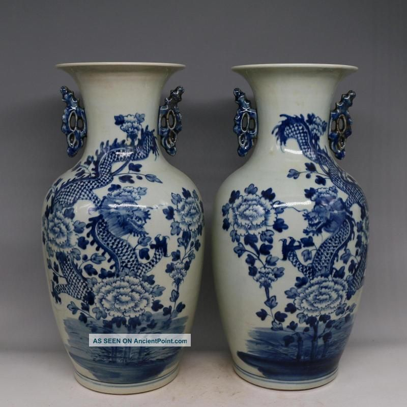 A Blue And White Porcelain Vase In Ancient Qianlong Products See more a Pair of Blue and White Porcelain Vase in Anc... photo