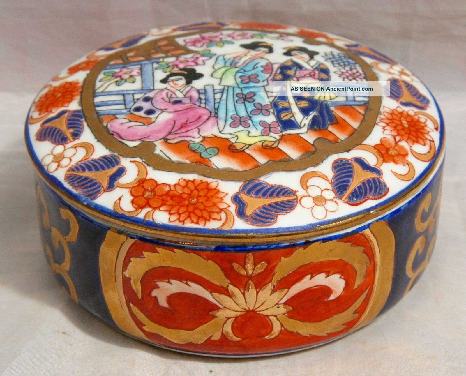 Antique Vintage Japanese Imari Porcelain Lidded Bowl With 3 Geisha Girls Signed Other Japanese Antiques photo